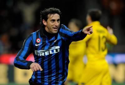 Milito festeggia la doppietta al Parma - Getty Images