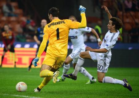 Handanovic contrastato da Lazar Markovic (Getty Images)