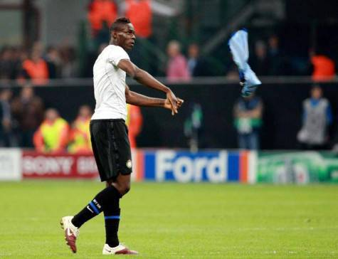Mario Balotelli quando lanciò a terra la maglia dell'Inter
