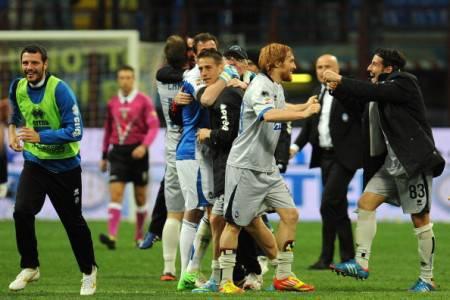 I giocatori dell'Atalanta festeggiano la vittoria al 'Meazza' (Getty Images)