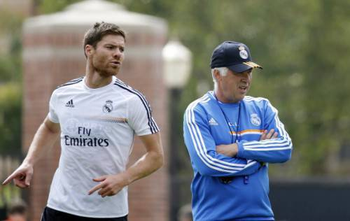 Xabi Alonso e Carlo Ancelotti (Getty Images)
