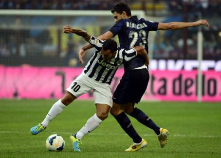 Ranocchia contrasta Tevez (Getty Images)