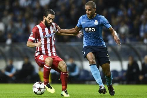 Fernando contro Arda Turan (Getty Images)