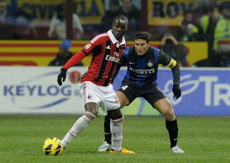 Balotelli e Zanetti - Getty Images