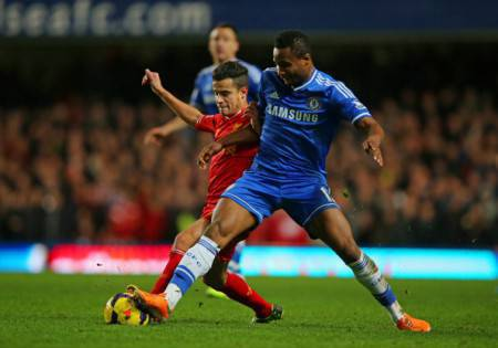 Obi Mikel in contrasto su Coutinho (Getty Images)