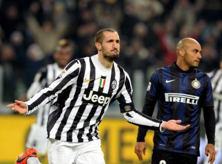 Chiellini e, sullo sfondo, Jonathan (Getty Images)