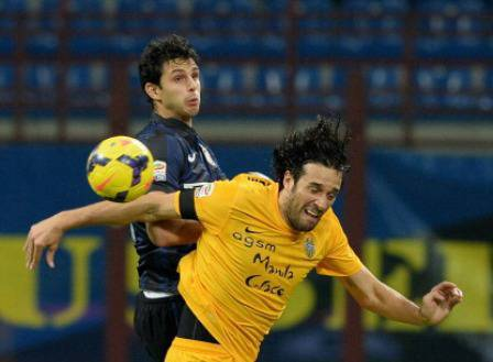 Ranocchia contro Toni (Getty Images)
