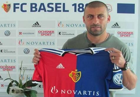 Samuel con la maglia del Basilea