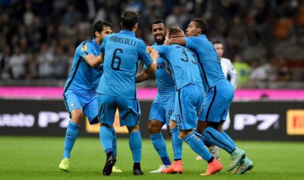 D'Ambrosio festeggiato dai compagni (Inter.it)
