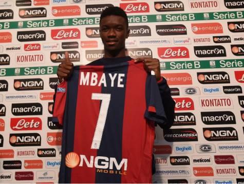 Mbaye con la maglia del Bologna (bolognafc.it)