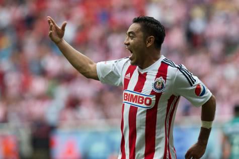 Marco Fabian con la maglia del Guadalajara