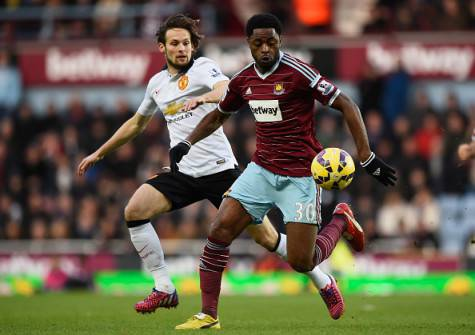 Alex Song con la maglia del West Ham