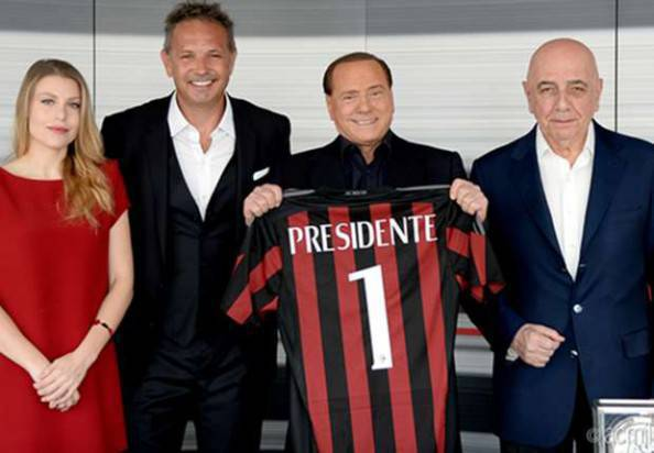 Sinisa Mihajlovic con Galliani, Silvio e Barbara Berlusconi