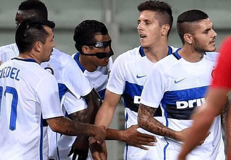 Jovetic festeggiato dai compagni, Inter.it