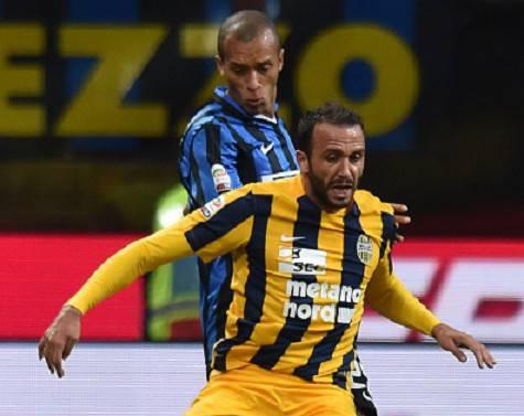 Joao Miranda contro Pazzini in Inter-Verona