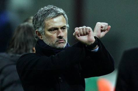 José Mourinho fa il gesto delle 'manette' (Getty Images)