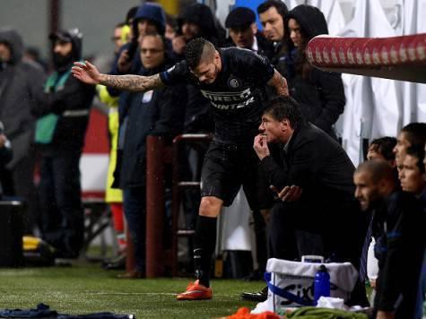 Icardi parla con Mazzarri, quando il tecnico sedeva sulla panchina dell'Inter