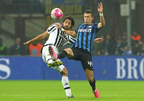 Perisic contro Khedira in Inter-Juventus di campionato ©Getty Images