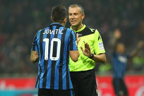 Jovetic discute con l'arbitro Valeri