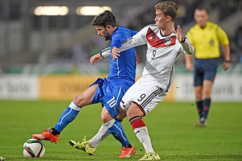 Stefano Sensi in azione con la maglia dell'Italia under 20