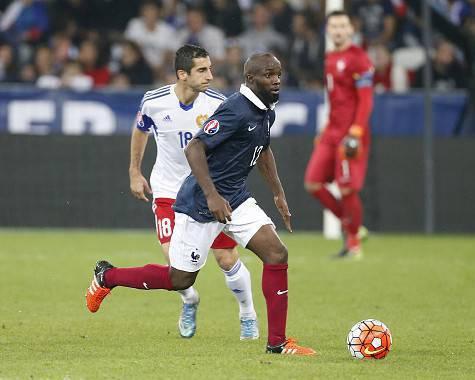 Lassana Diarra in azione con la maglia della Francia - Getty Images
