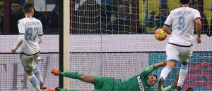 Inter-Lazio 1-2, Candreva batte Handanovic su rigore (Getty Images)