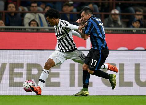 Medel contro Cuadrado in Inter-Juventus di campionato ©Getty Images
