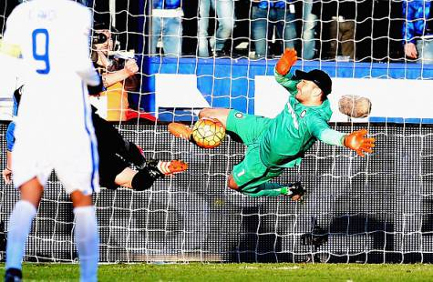 Atalanta-Inter 1-1, l'intervento di Handanovic su Cigarini ©Getty Images