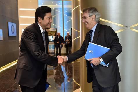 Moratti e Soetedjo al CdA dell'Inter ©Getty Images