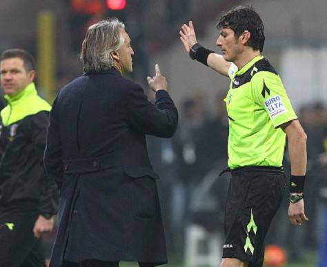 Damato espelle Mancini nel derby ©Getty Images