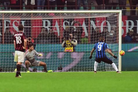 Icardi fallisce il rigore nel derby ©Getty Images