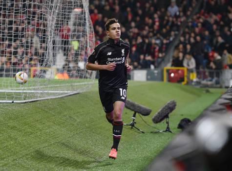 Coutinho festeggia dopo il gol al Manchester United ©Getty Images