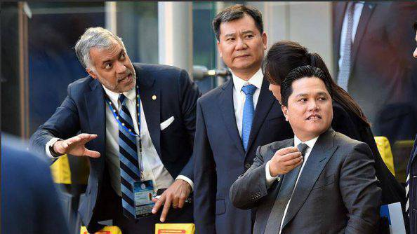 Inter, Zhang al 'Meazza' vicino a Bolingbroke e Thohir ©Getty Images