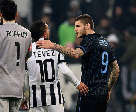 Tevez con Icardi dopo Juve-Inter del 2014-2015 - Getty Images