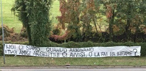 Icardi, striscione dei tifosi (foto Interlive.it)