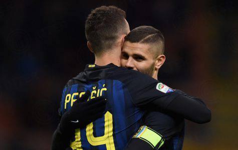 Perisic abbraccia Icardi (Inter.it)