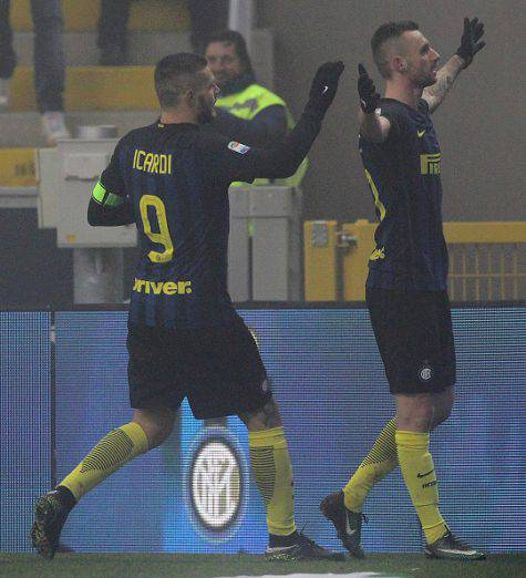 Inter-Genoa 2-0, Brozovic esulta con Icardi (Getty Images)