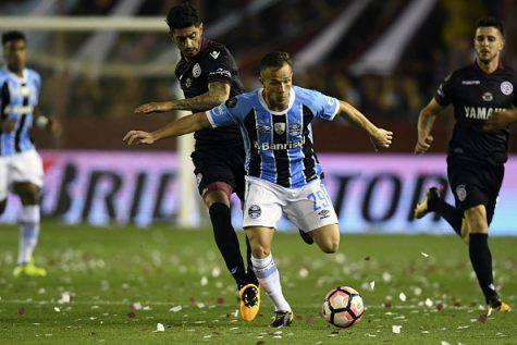 Barcellona, principio di accordo per Arthur. Inter beffata