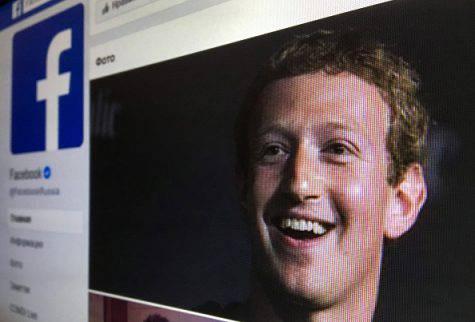Facebook, Zuckerberg tra nuove ammissioni e attacco alla Apple